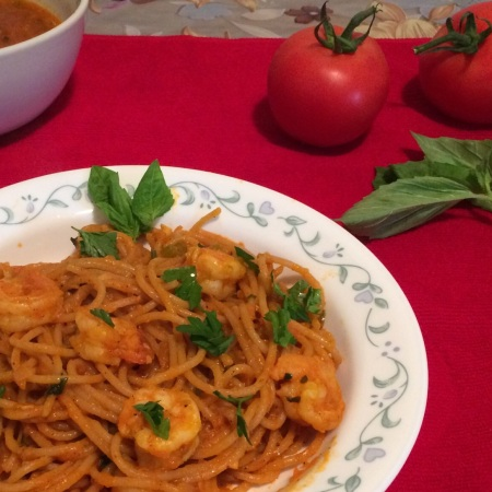 Spaghetti with shrimp and tomato sauce